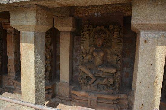 Chausat Yogini Temple: The vandalised statues