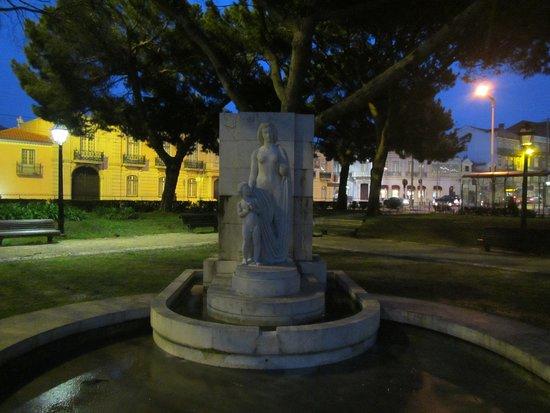 Praca Afonso de Albuquerque: Statue in a corner of the park #1