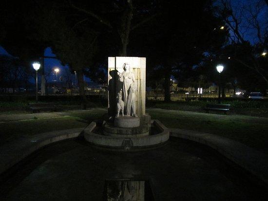 Praca Afonso de Albuquerque: Statue in a corner of the park #2