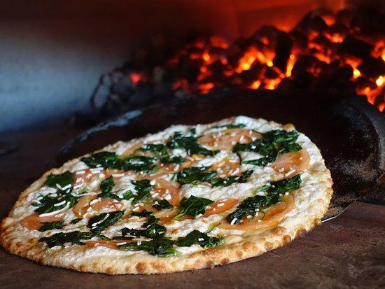 Burke, فيرجينيا: Pizza in 900° coal oven
