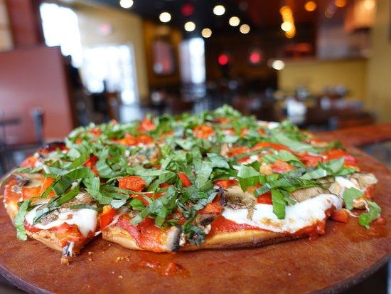 Burke, فيرجينيا: Gluten free pizza with house made mozzarella