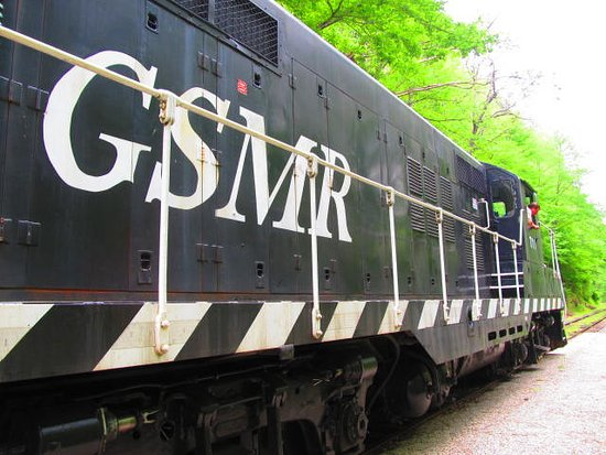 Great Smoky Mountains Railroad: The engine