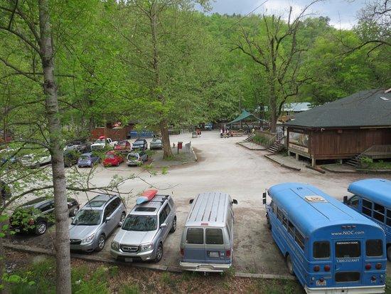 Great Smoky Mountains Railroad: Parking for kayaking