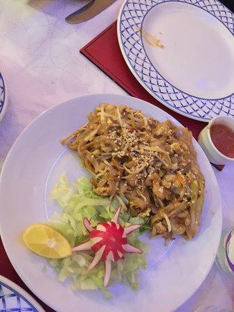 George's: Phad Thai Chicken