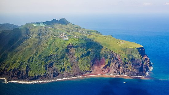 Aogashima-mura, Ιαπωνία: View of Aogashima as we depart on the helicopter