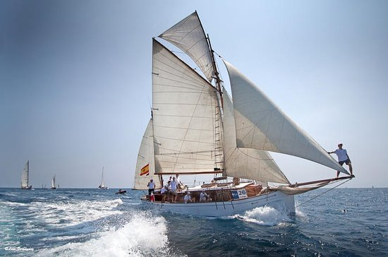 Private luxury Classic yacht tour in...