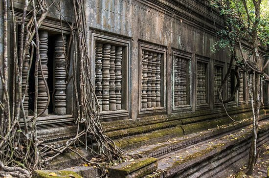 Full Day-Bang Mealea temple-off the