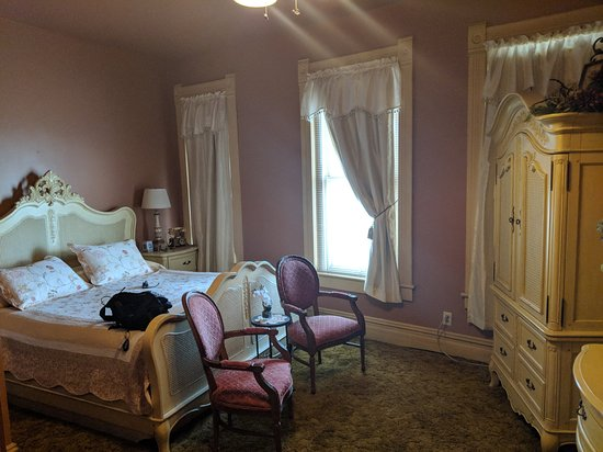 Ellinwood, Канзас: Beautiful room with suuuuuper comfy bed.