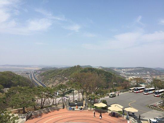 Gyeonggi-do, South Korea: この道の先は北