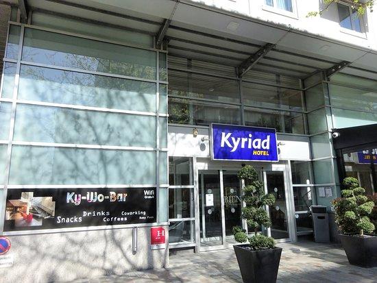 Kyriad Hotel Paris Bercy Village: ホテルの玄関