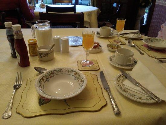 Cushendun, UK: Breakfast- Tea and orange juice