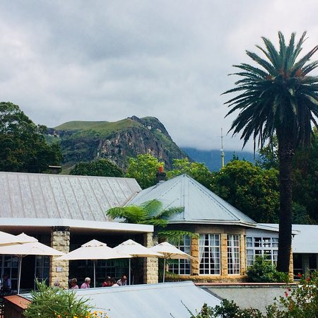 Cathedral Peak Hotel: Old world charm, beautiful vistas and excellent service.