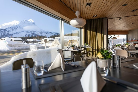 Maloja, Switzerland: Restaurant & Aussicht