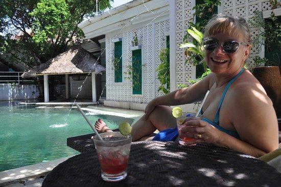 Maharani Beach Hotel: Κοκτέιλ στην πισίνα
