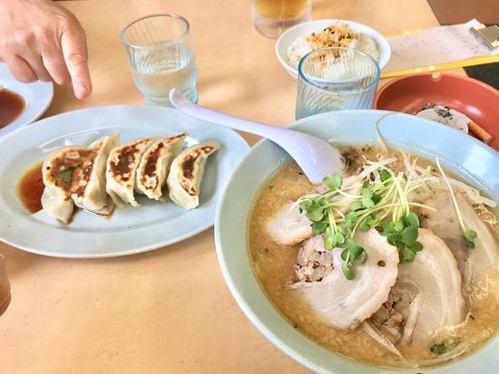 Minowa-machi, Japan: みそチャーシューメンとAセット(ライス+餃子) 920円