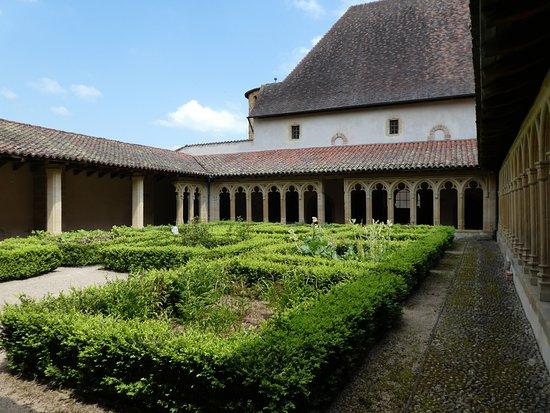 Abbaye Benedictine de Charlieu