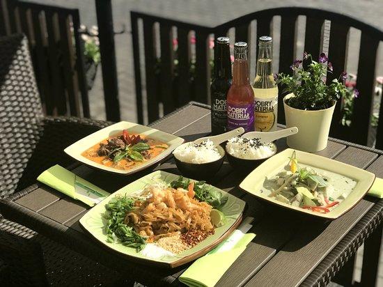 Biala Podlaska, โปแลนด์: Dania tajskie: Curry czerwone i zielone, Pad thai.