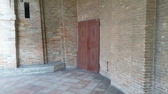 Spazio sotto il portico