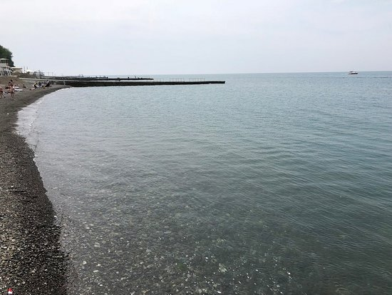 Morskaya Embankment: Пляж - мелкая галька