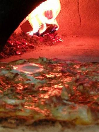 Promajna, โครเอเชีย: pizza