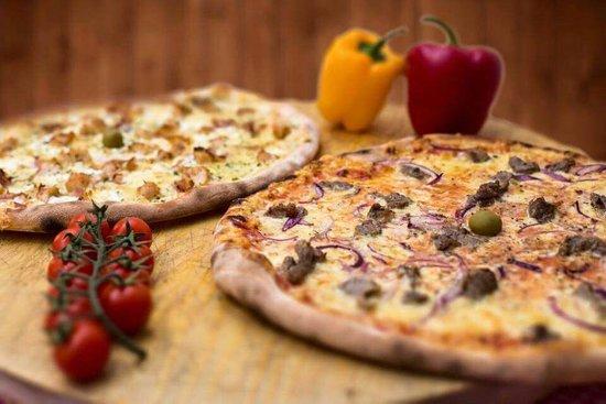 Promajna, Croatia: pizza