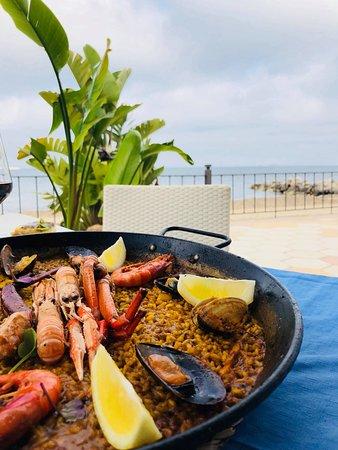 America Restaurante: paella & beach views