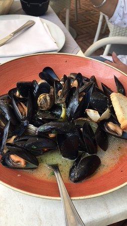 Salus Beach and Restaurant: Sauté di cozze e vongole