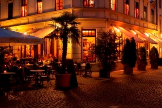 Café & Restaurant Frauentor: Café Frauentor in Weimar an einem lauen Sommerabend