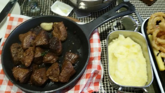 The Butcher Shop and Grill: Fried veal with mashed potato