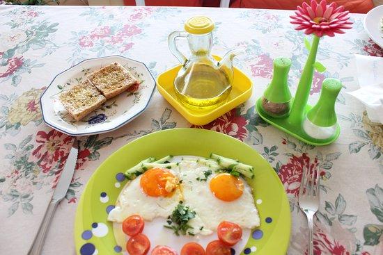 Morshansk, Russia: Кафе Гранада.Прекрасные завтраки и тосты с Оливковым маслом.