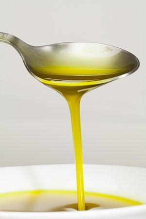 Morshansk, روسيا: Настоящее ОЛивковое масло Экстра Вирджин из Испании