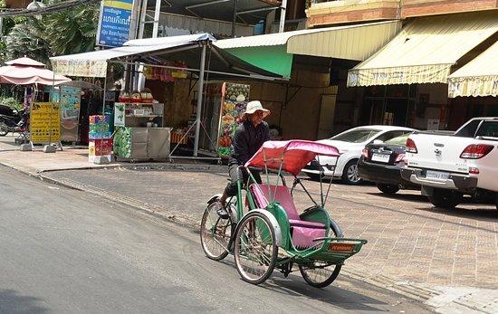 Tuk-tuk Phnom Penh: rickshaw