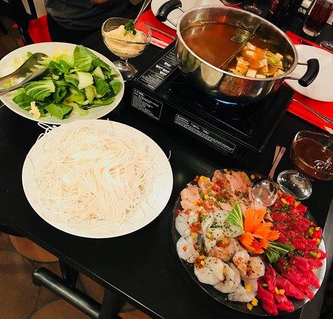 Cudrefin, Szwajcaria: La fondue vietnamienne:  l'une des spécialités du Santy's bar.