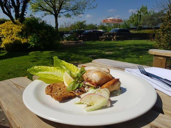 The Hanmer Arms: Chicken Waldorf salad