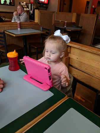 Bellevue, KY: Madelyn at lunch with Papaw and Yaya!