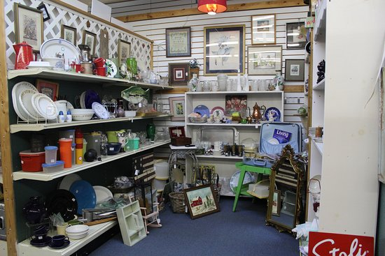 Dahlonega, GA: Kitchen items, small furniture, large selection of items