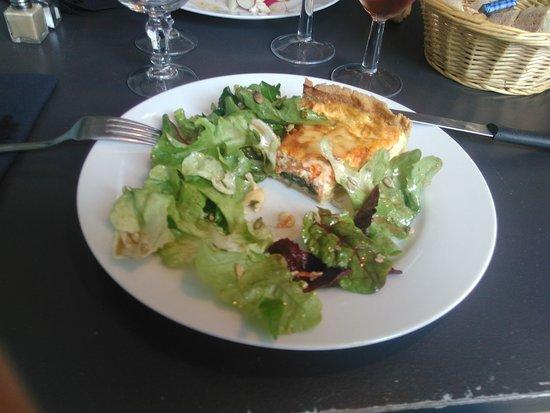 Plouer sur Rance, فرنسا: tarte salee epinard chevre legumes