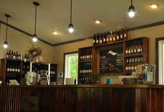 Feather Hills Vineyard & Winery: Beautifully-renovated Feather Hills Vineyard