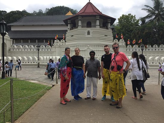 Lanka holidays: With John in the middle