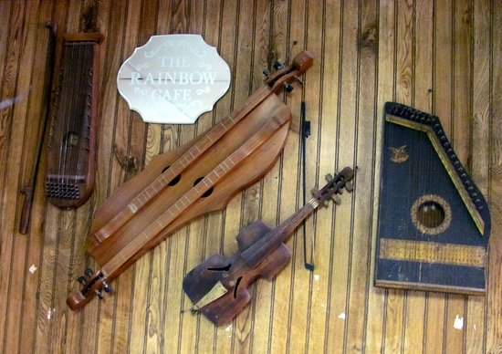 PJ's Rainbow Cafe: Rainbow Cafe Mtn View Ark.antique musical instruments..(e) by Carl H. =)~