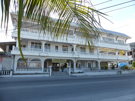 Nauru: Façade entrée coté route