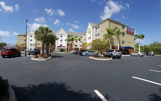 Candlewood Suites Fort Myers Sanibel / Gateway: View from parking area