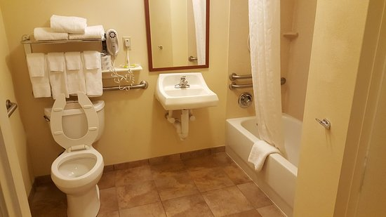 Candlewood Suites Fort Myers Sanibel / Gateway: Bathroom