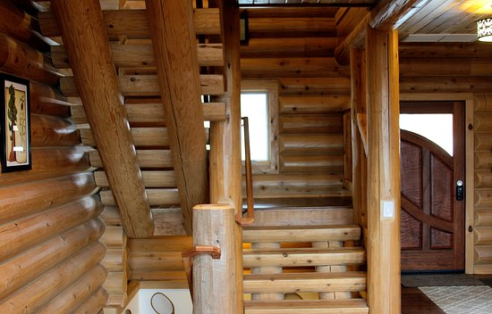 Murphys, CA: Log stairs to upper rooms