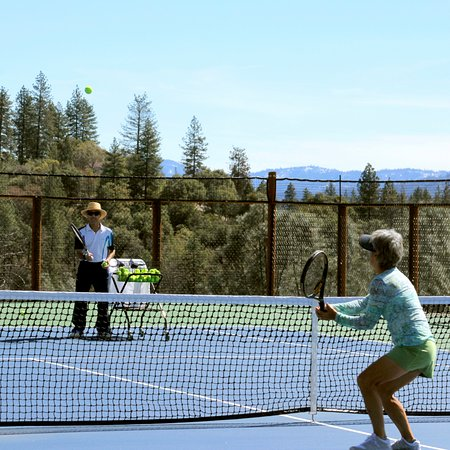 Murphys, CA: Tennis lessons available -Award winning pro