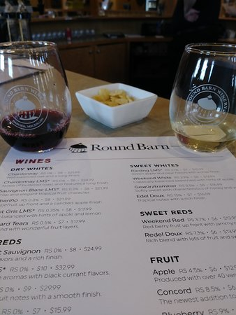 Round Barn UNION PIER Tasting Room: Wine Tasting