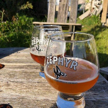 Une bière brassée localement à Saint-Pierre-Quiberon.
