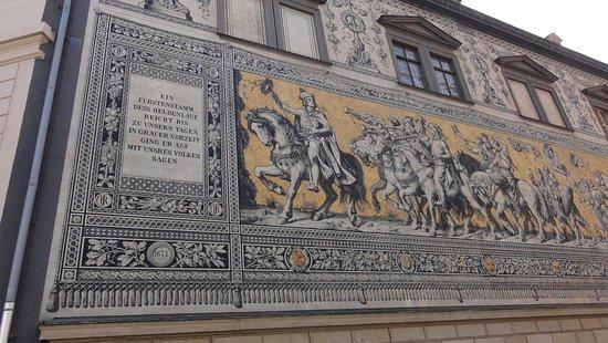 Procession of Princes: Początek orszaku