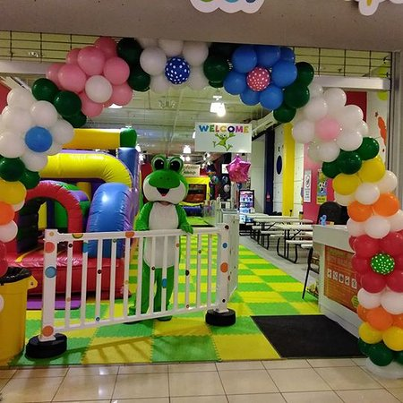 2 Froggy Jumps: Entrance with greeting Mascot