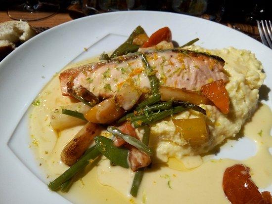 Notre-Dame-de-l'Isle, France: un saumon polenta excellent